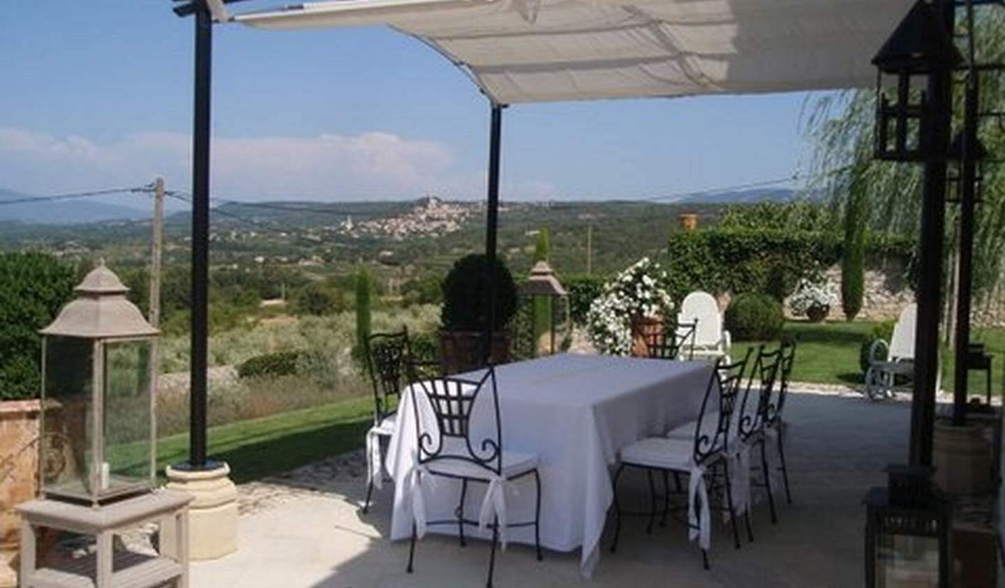 Property with pool and garden Bonnieux