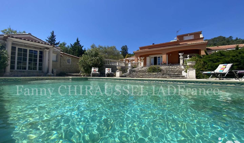 Maison avec piscine et terrasse Forcalqueiret