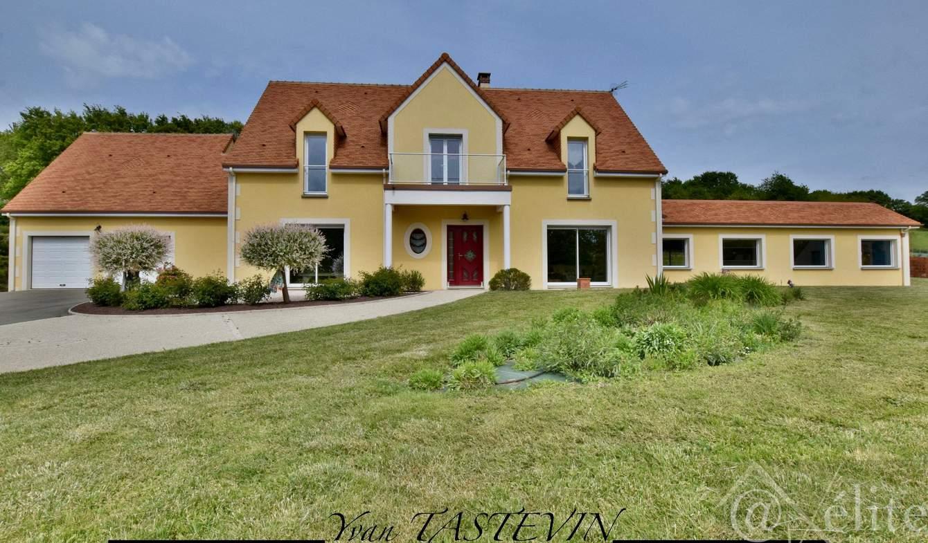 Maison avec piscine et terrasse La Ferté-Bernard
