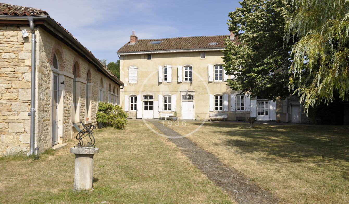 House with terrace Bourg-en-Bresse
