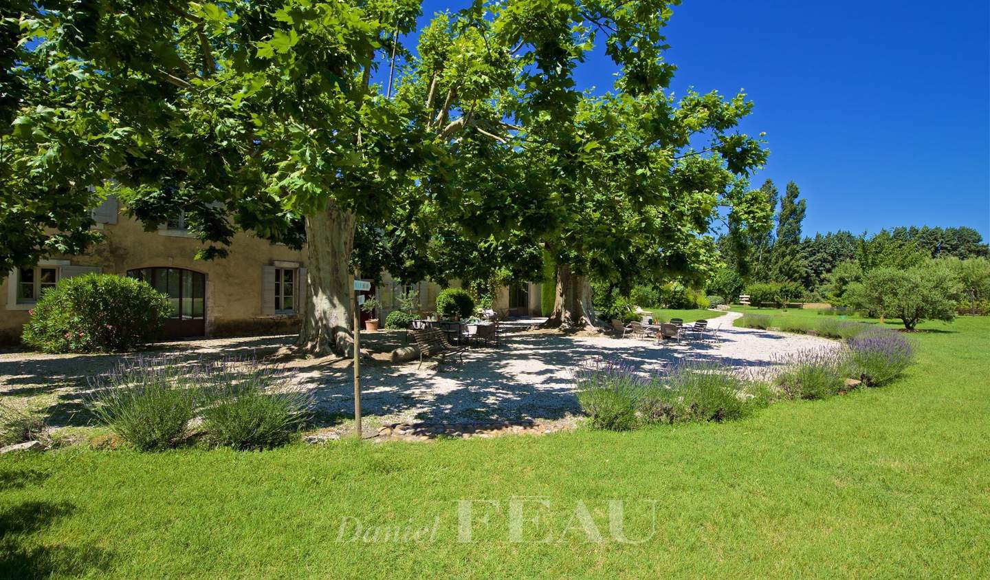 Property with pool and garden L'Isle-sur-la-Sorgue
