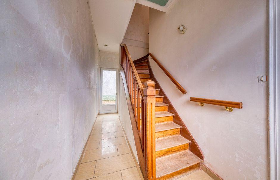 Vente maison 8 pièces 260 m² à Saint-Quentin (02100), 219 900 €