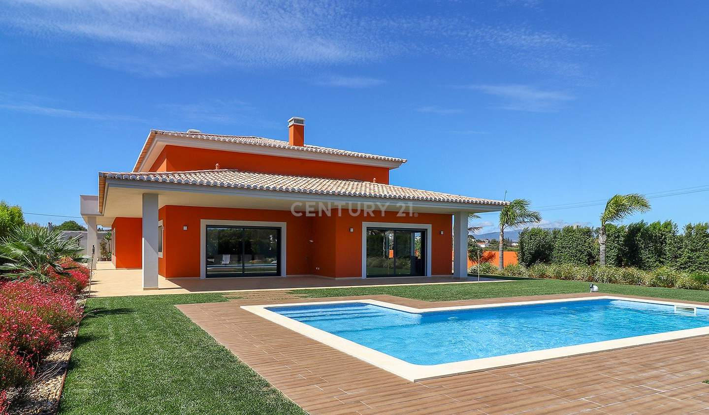 Contemporary house with pool and garden Lagos