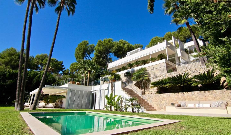 Seaside villa with pool Palma