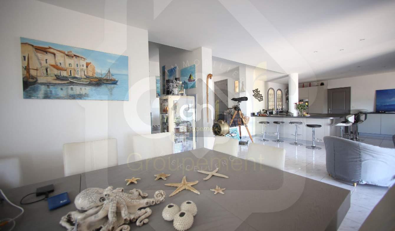 Maison avec piscine et terrasse Lavera