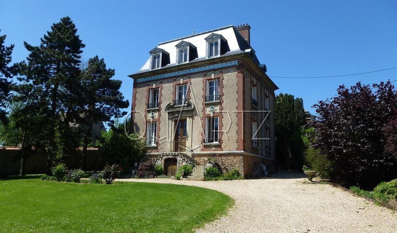Maison Montjavoult