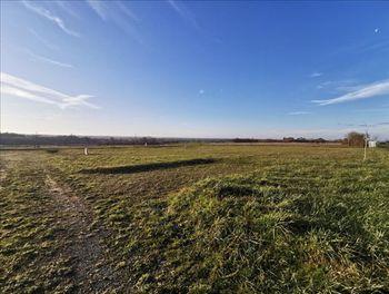 terrain à Neuvicq-le-Château (17)