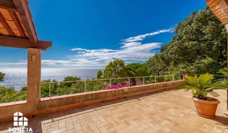 Villa en bord de mer avec terrasse Carqueiranne