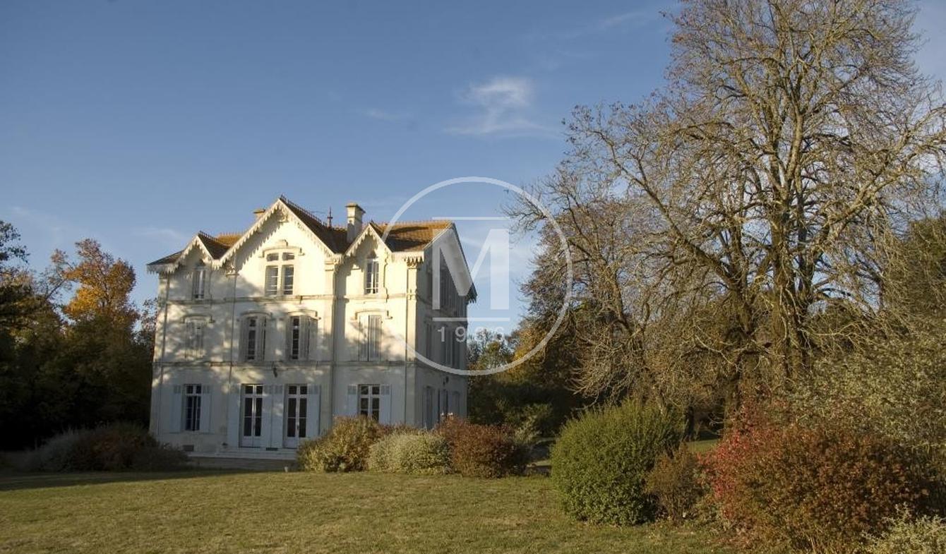 Maison avec piscine Saint-Jean-d'Angély
