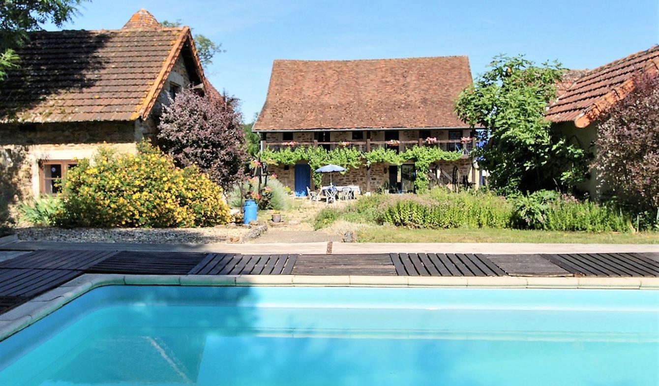 Maison avec piscine et terrasse Couches