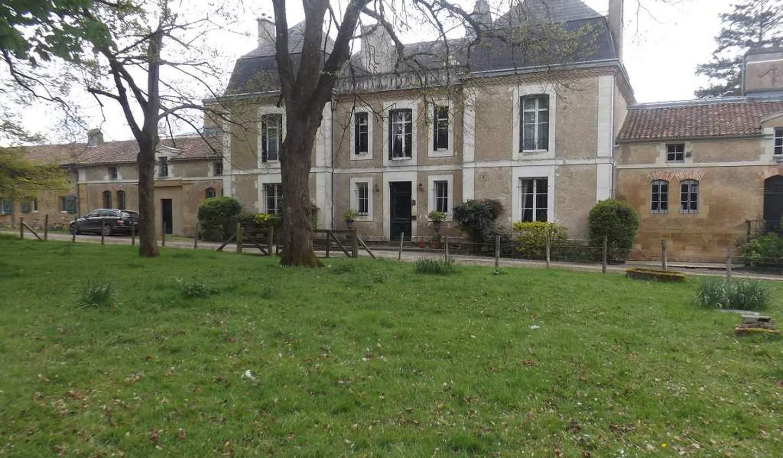 Maison avec piscine et terrasse Pressac