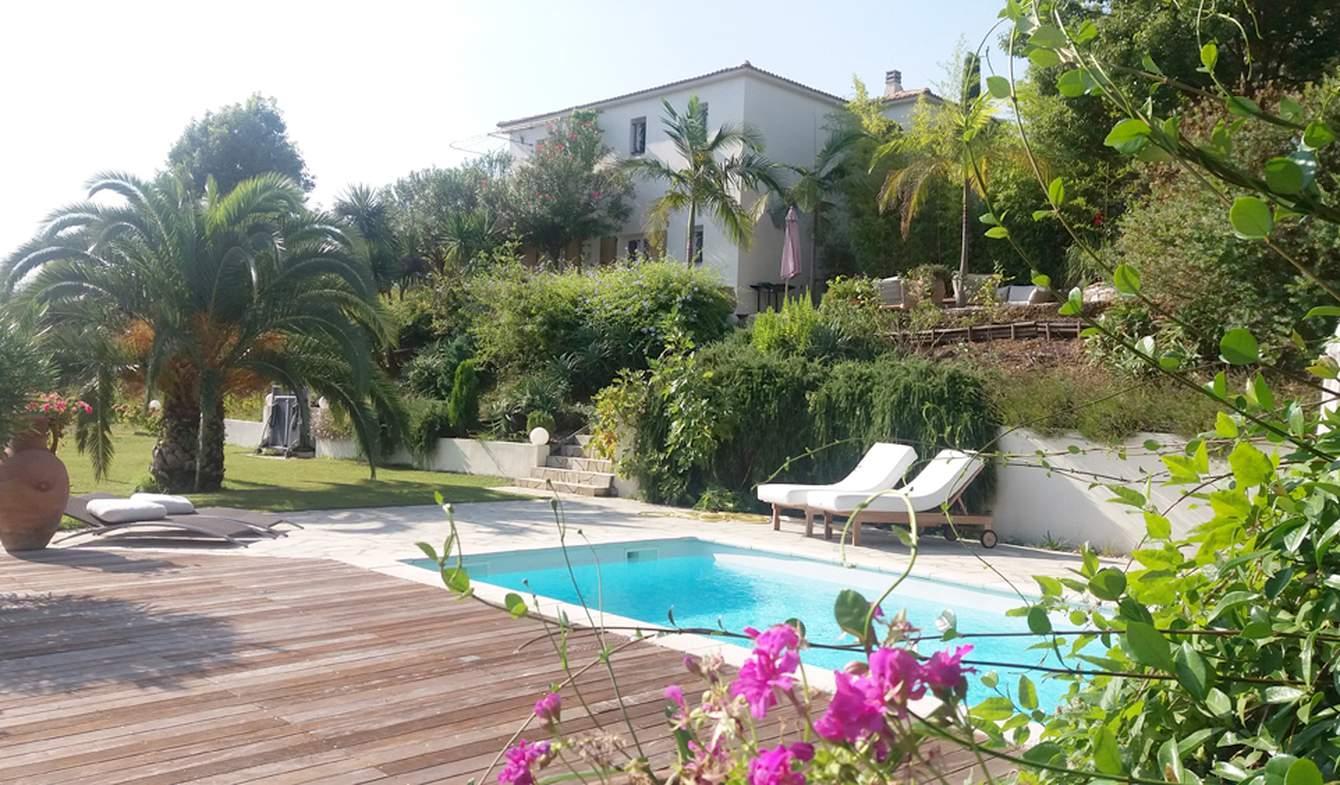 Maison contemporaine avec piscine et jardin Santa-Lucia-di-Moriani