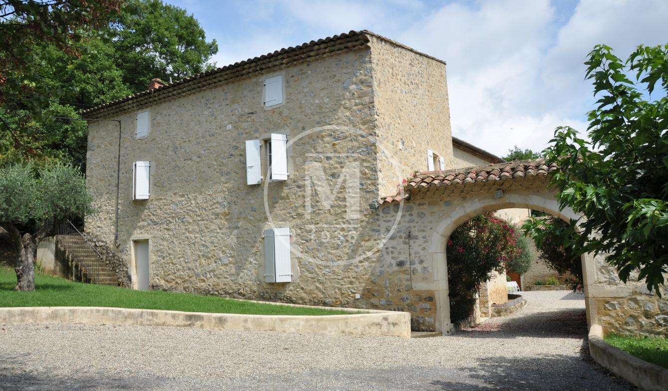 House with pool and terrace Montelimar