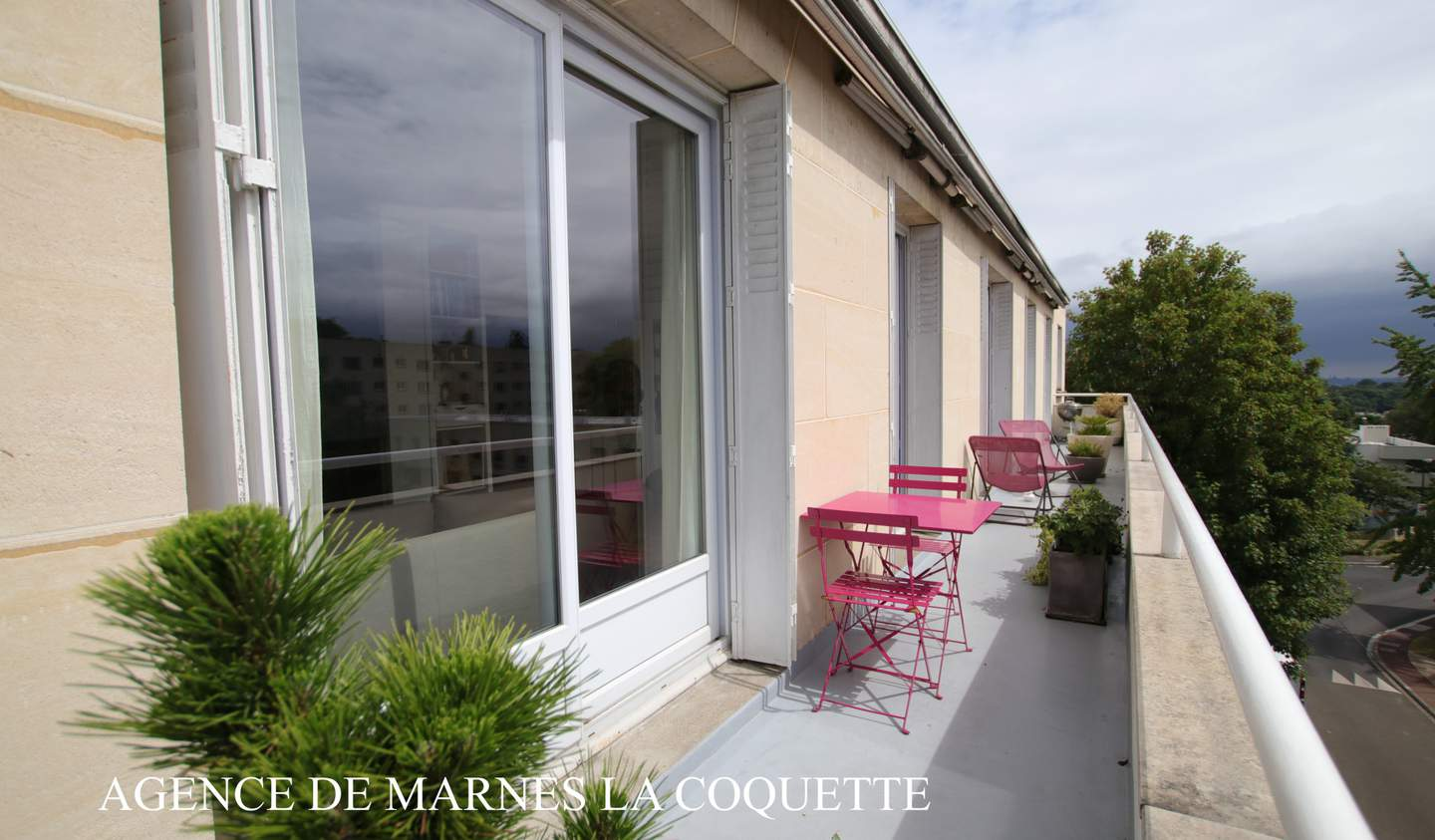 Apartment with terrace Ville-d'Avray