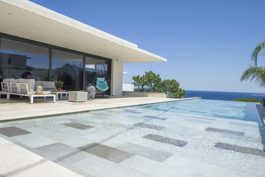 Seaside villa with pool