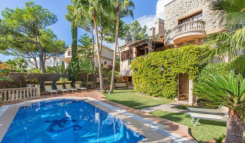 Seaside villa with pool Cas Català