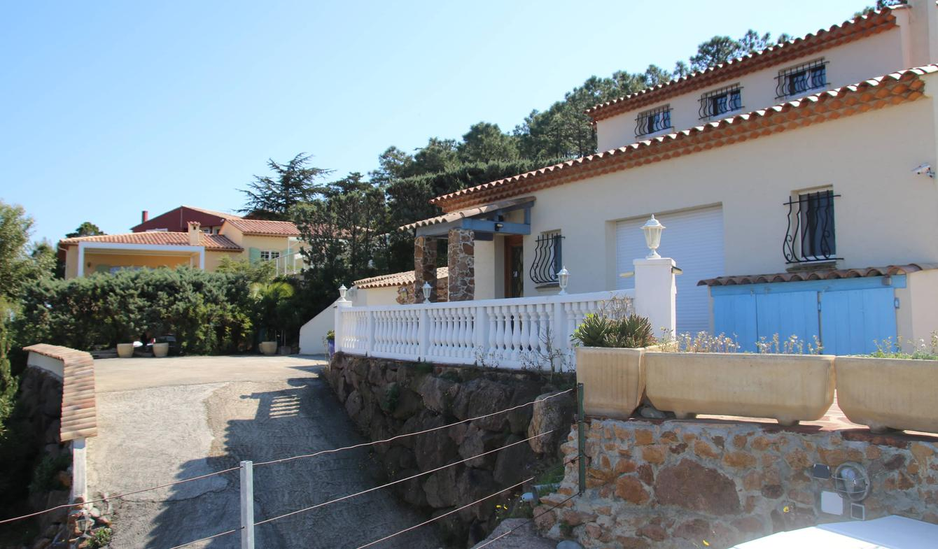 Villa with pool and garden Antheor
