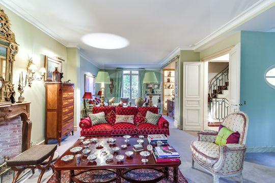 Hôtel particulier avec jardin et salle de réception