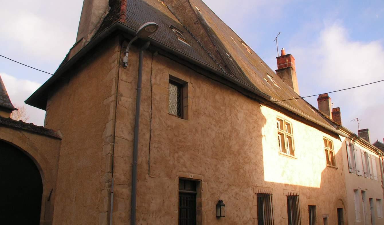 Bien atypique avec terrasse Moulins-Engilbert