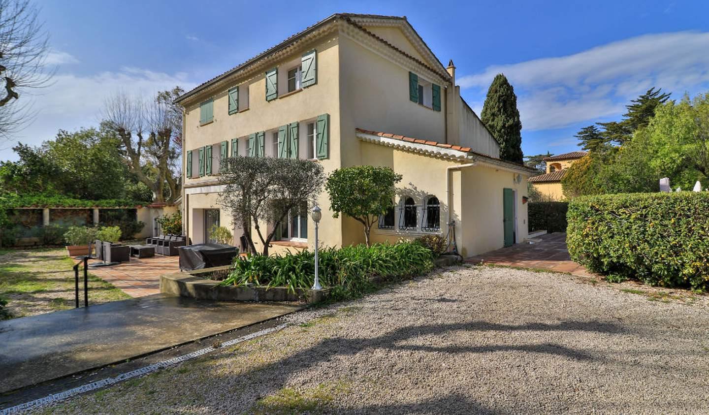 House with terrace La garde