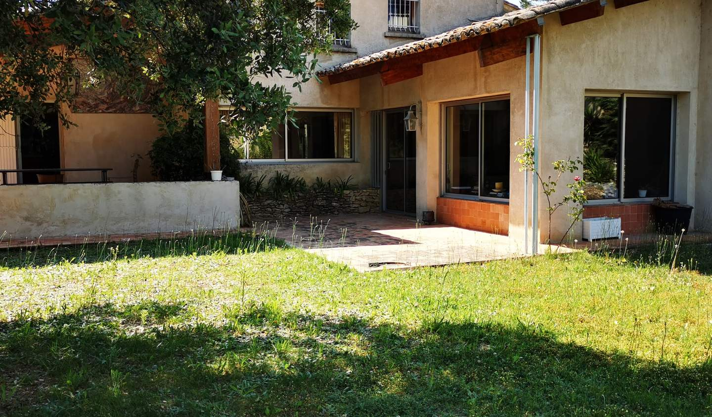 Villa with pool and terrace Uchaux