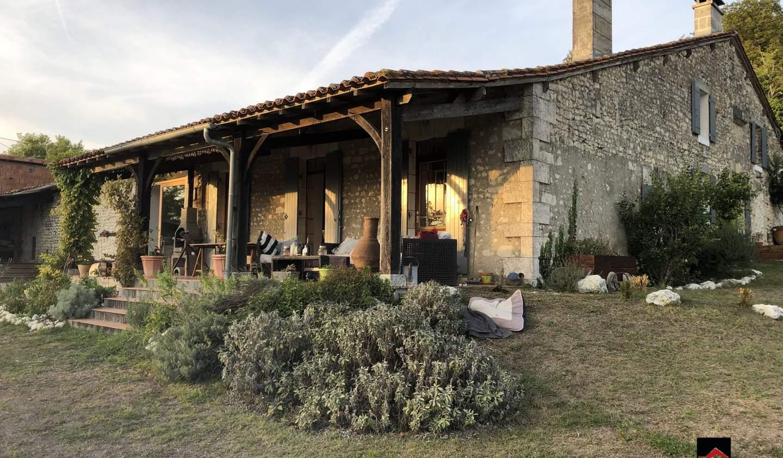 Maison avec terrasse Saint-Laurent-des-Combes