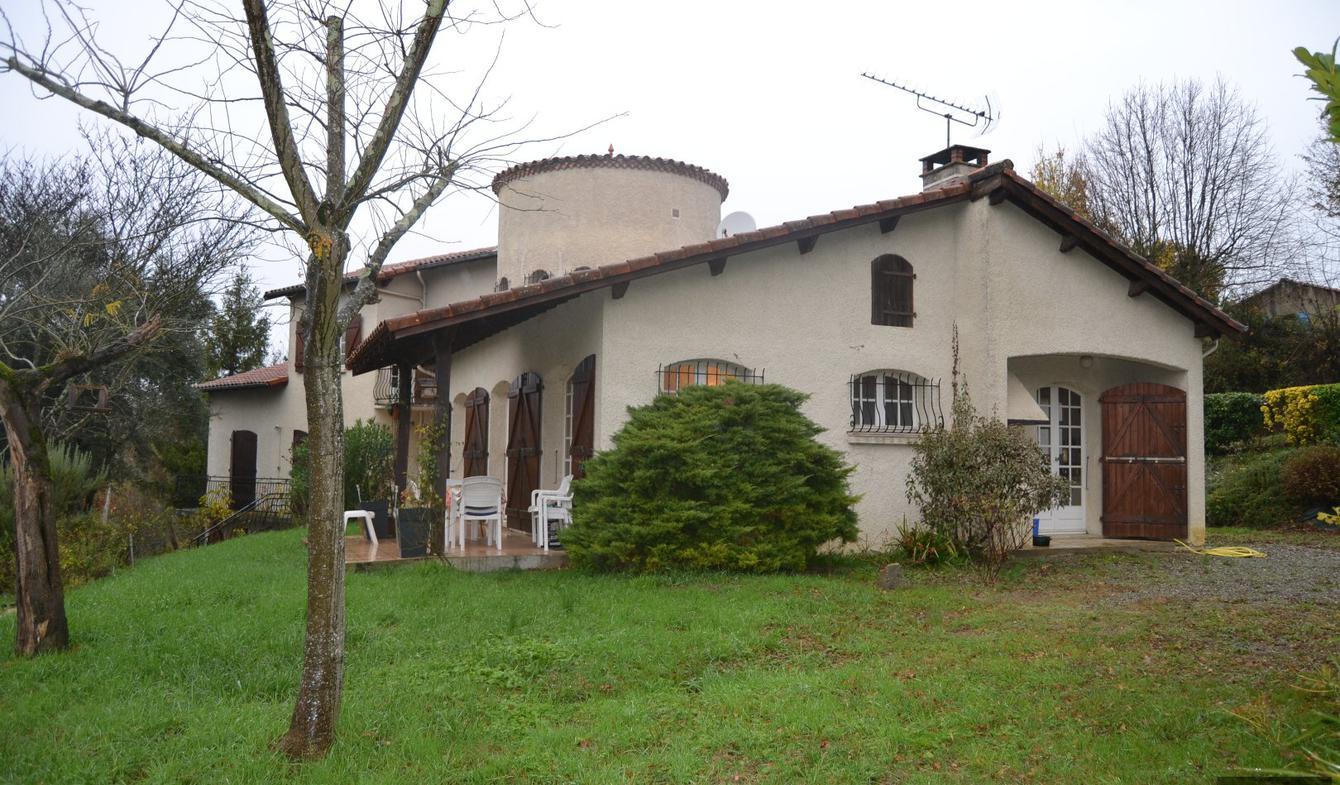 Maison avec piscine et terrasse Lanta