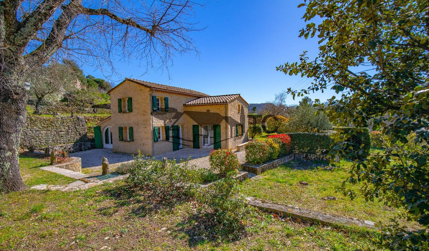 Property with pool and garden Les Vans