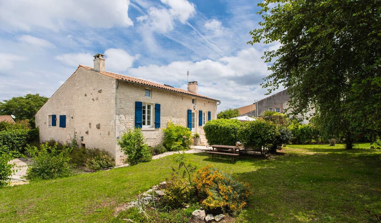 House with pool Mauzé-sur-le-Mignon