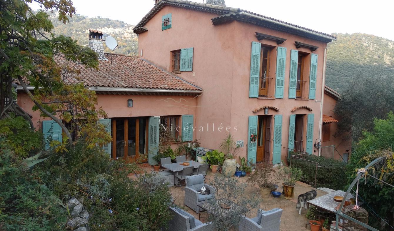 Maison avec piscine et terrasse Le Broc