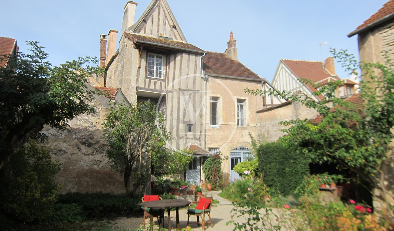 House with terrace Noyers