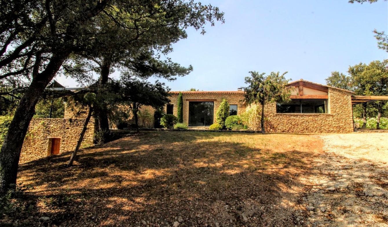 Maison contemporaine avec piscine et jardin Gordes