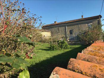 maison à Marcillac-Lanville (16)