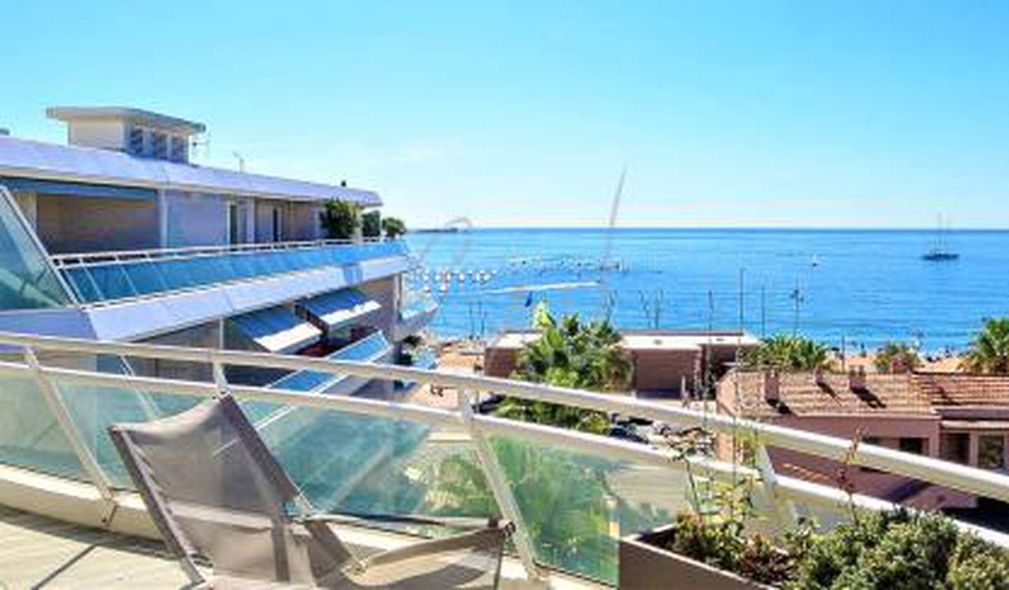 Apartment with terrace Frejus