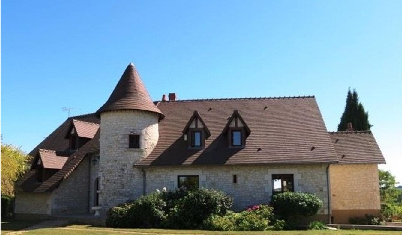 Maison avec piscine et terrasse Usseau