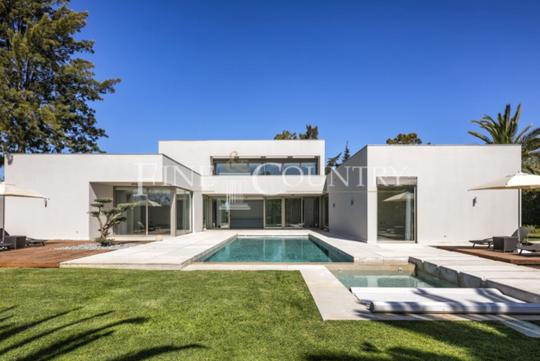 Villa with garden and terrace