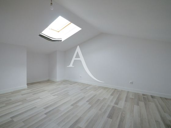 Location appartement 4 pièces 101 m2