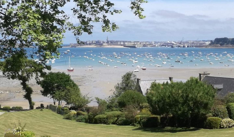 Appartement avec terrasse en bord de mer Dinard