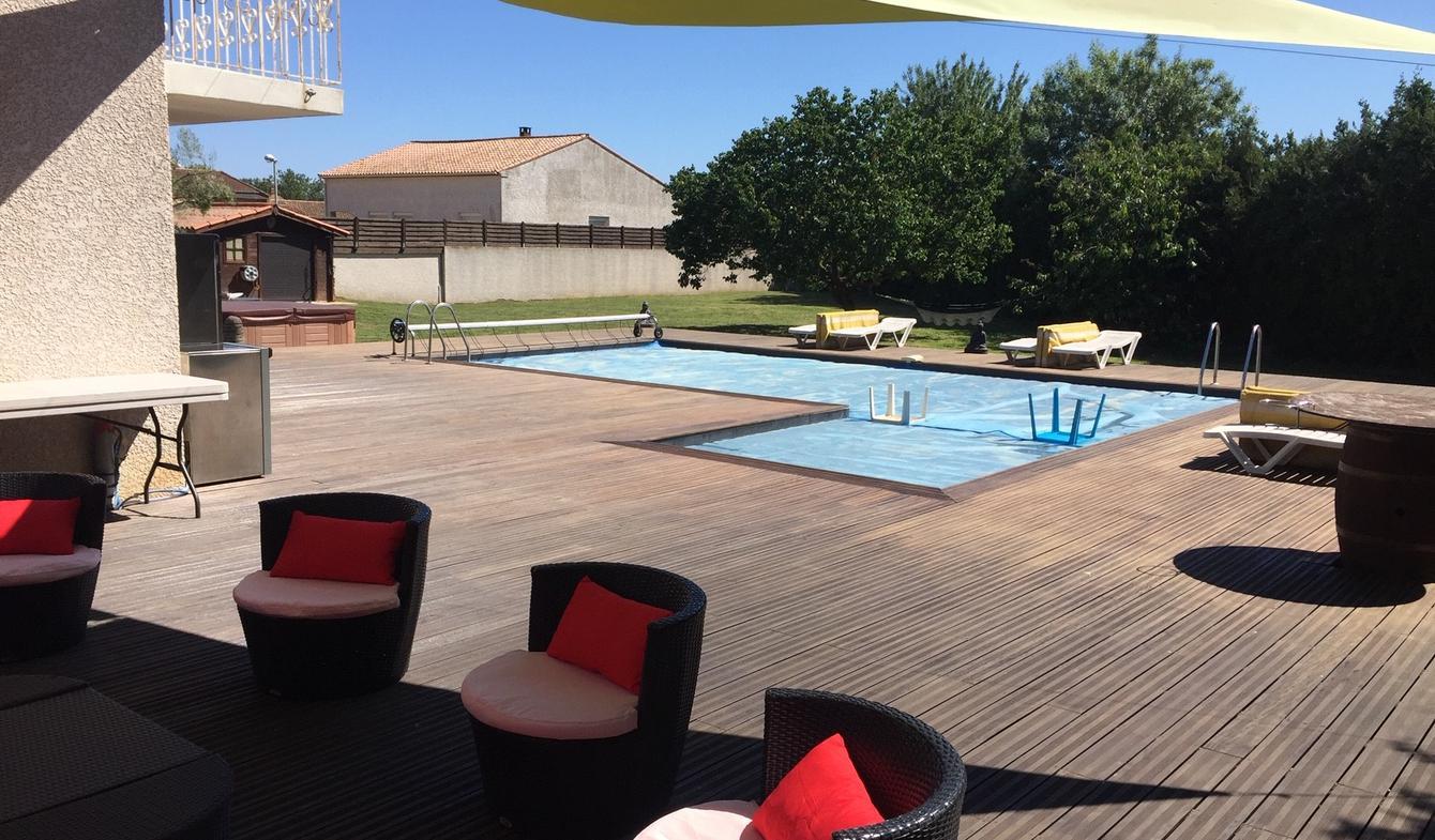 Maison contemporaine avec piscine en bord de mer Serignan