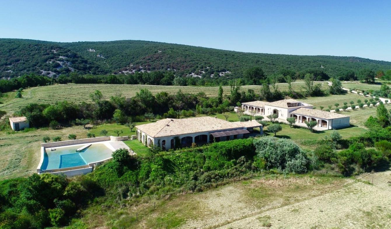 Propriété avec piscine et jardin Goudargues
