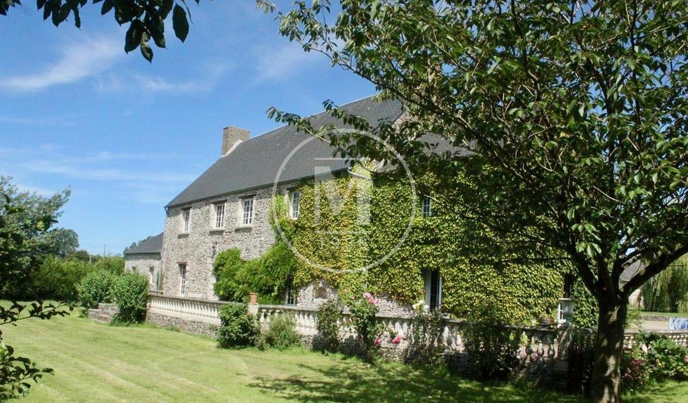 Property with pool Bayeux