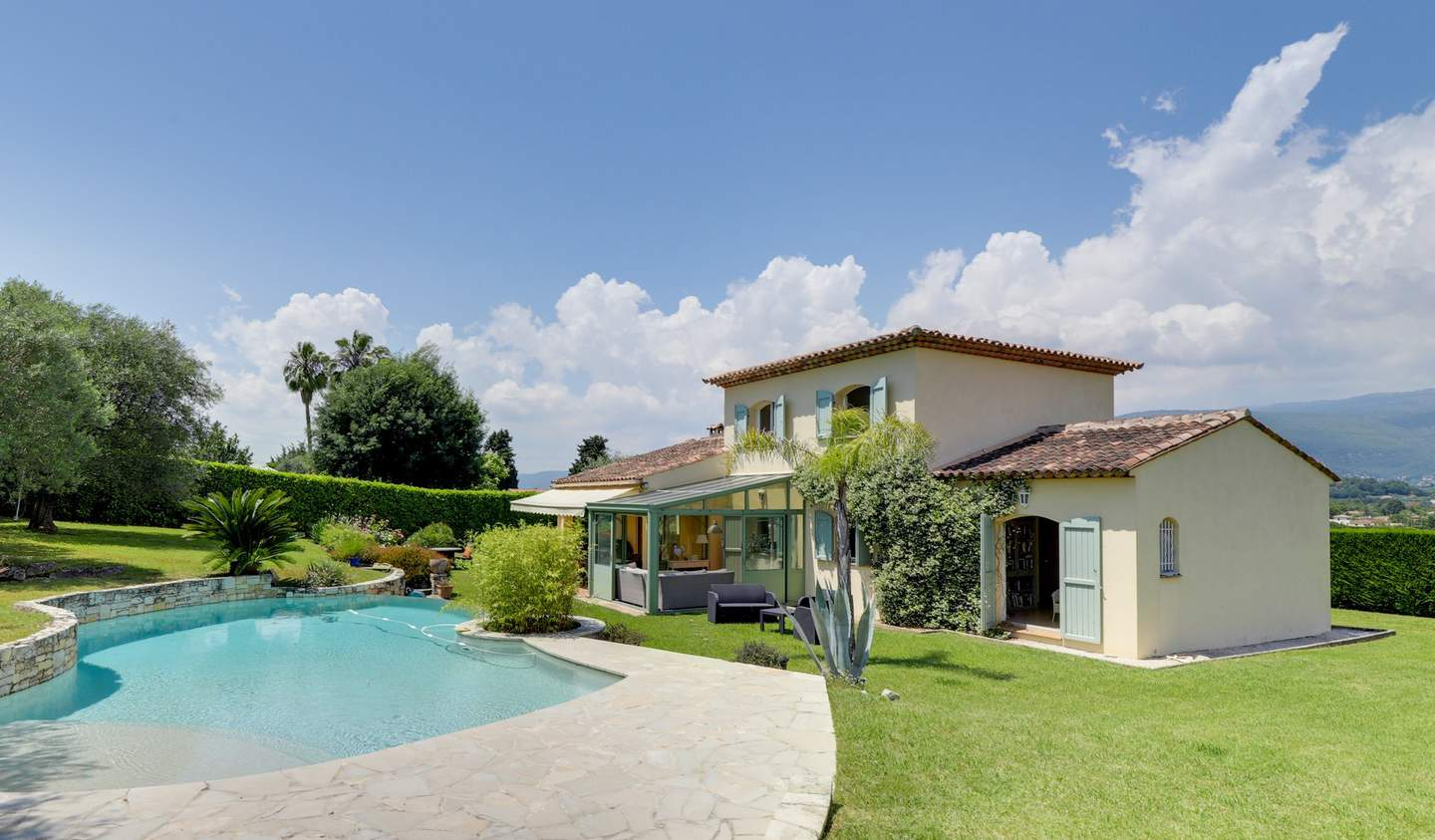 House with pool and terrace Valbonne