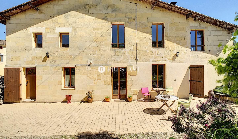 House with terrace Saint-Emilion