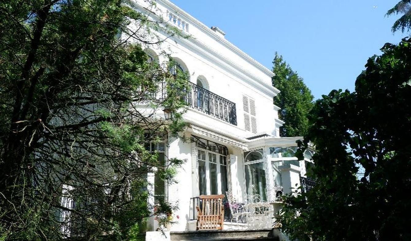 Propriété avec piscine et jardin Maisons-Laffitte