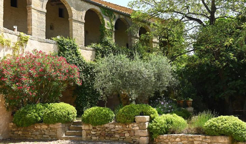 Propriété avec piscine et jardin Uzès