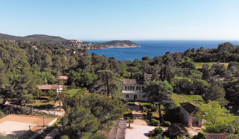 Propriété avec piscine en bord de mer Hyeres
