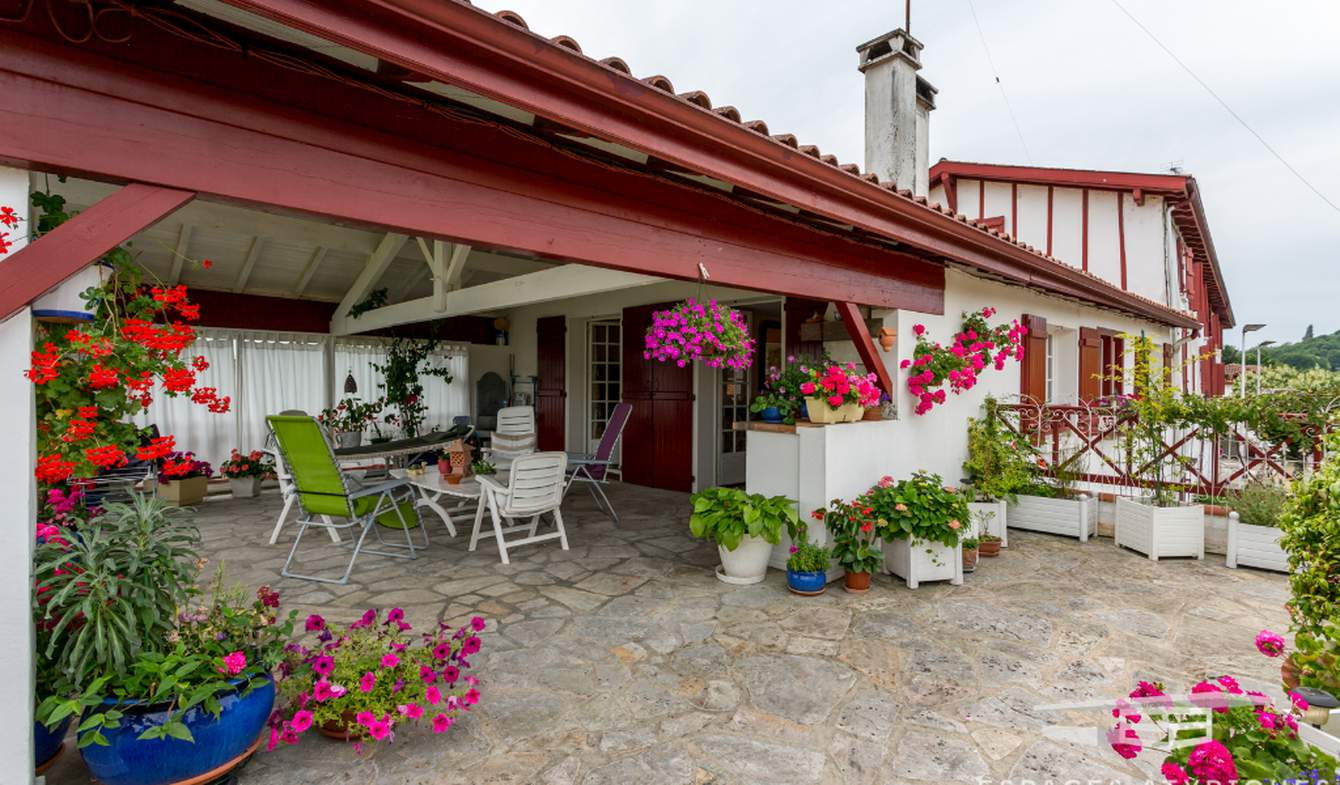 House with terrace La Bastide-Clairence