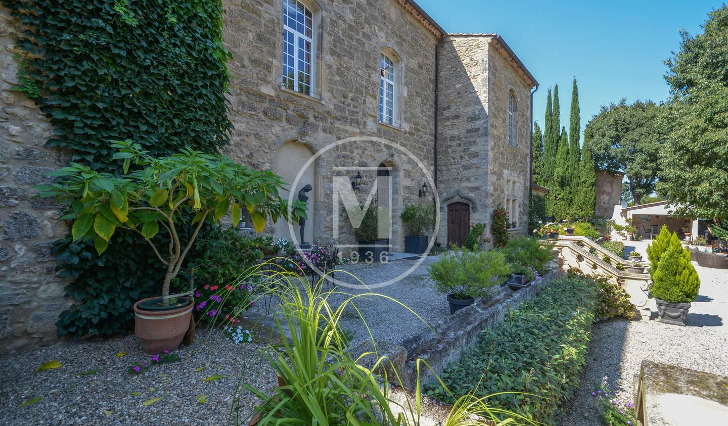 House with pool and terrace Pezenas