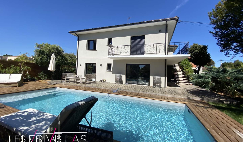 Villa avec piscine et terrasse Bruges