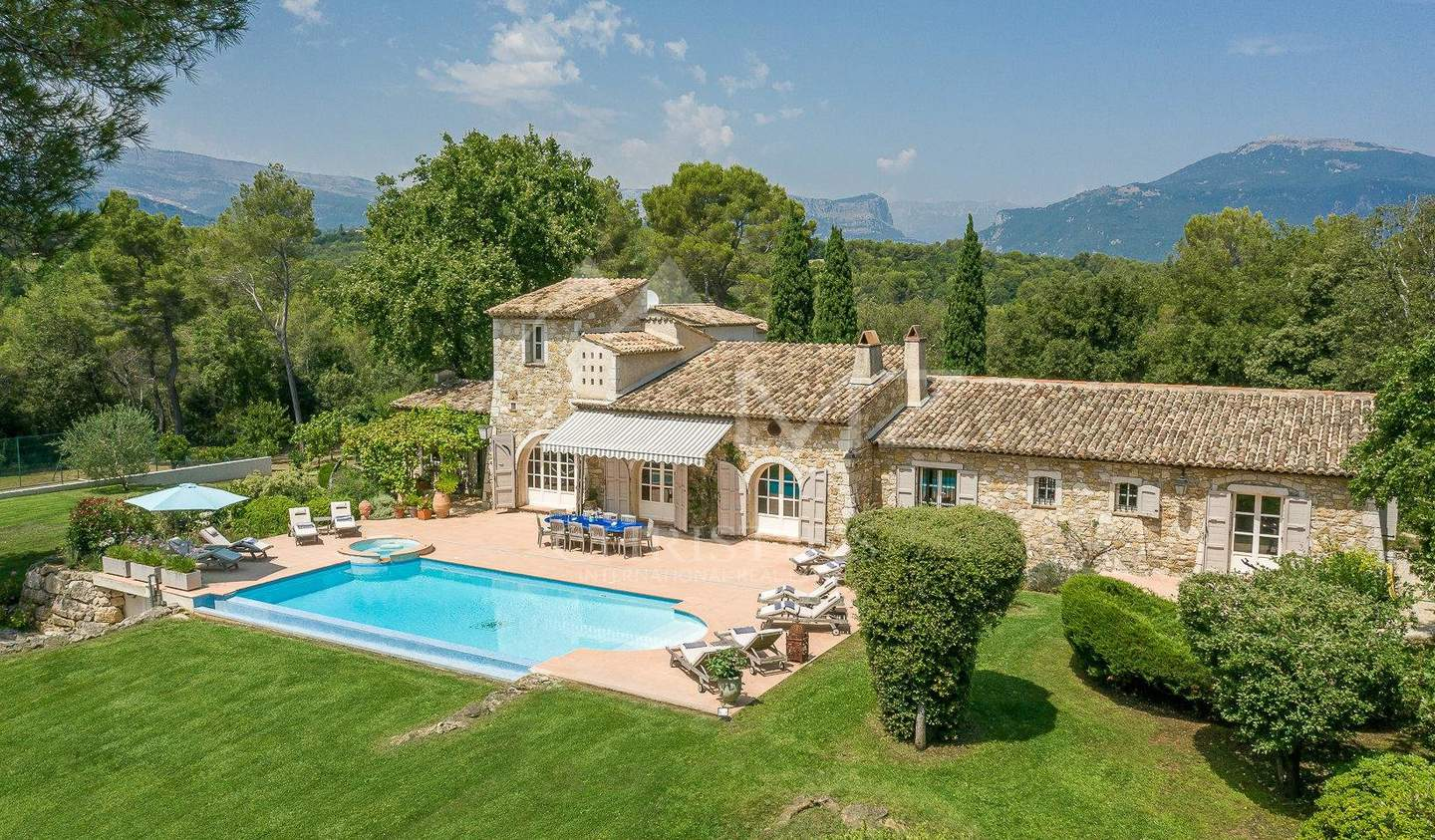 Property with pool Opio